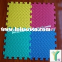 Interlocking foam puzzle mat