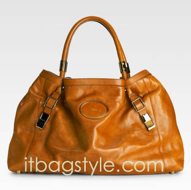 Clever to choose suitable leather handbags from the wholesaler