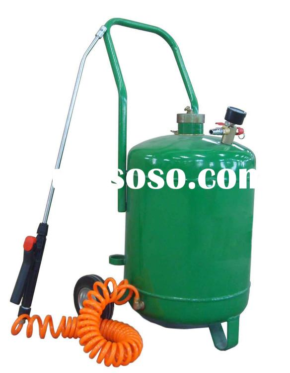 wheel mounted high pressure sprayer with 24 Litre Tank  for car wash .equipped with level gauge