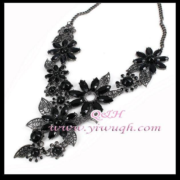 2011 latest fashion necklace