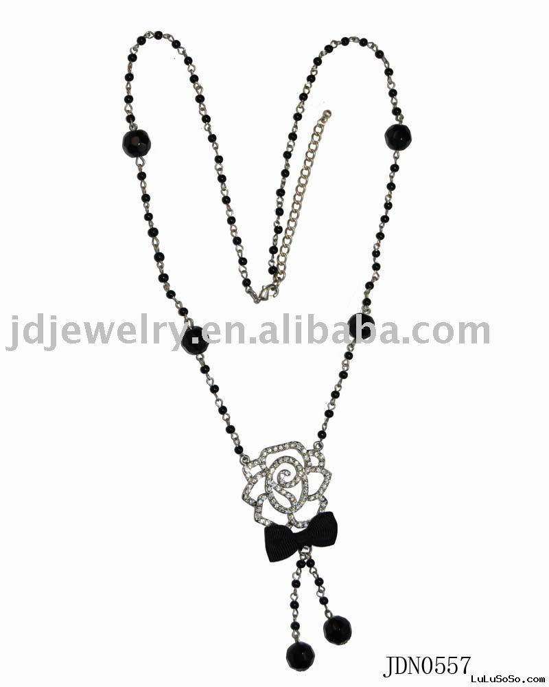 Fashion rose charms necklace