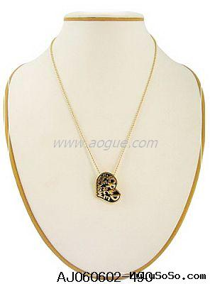 gold name pendant necklace