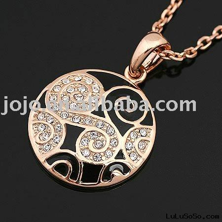 gold necklace pendant