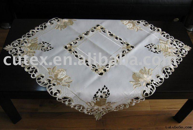 Polyester Embroidery Christmas table cloth  with wow  Glass bombs(balls)