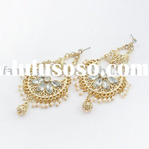 Antique design peacock  graceful pearl chandelier earrings (white gold color)