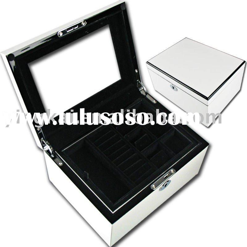 Luxury wooden jewelry box with compartment and lock design