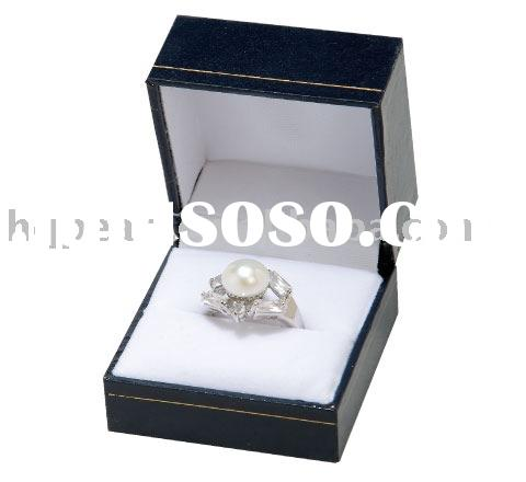 925 sterling silver and pearl ring, with leather box