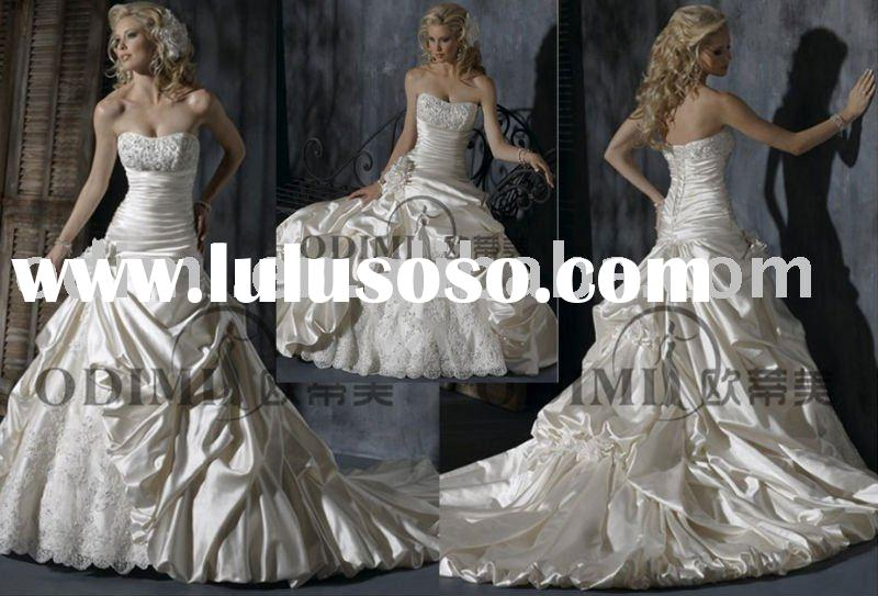 Graceful Bridal Wedding Dress