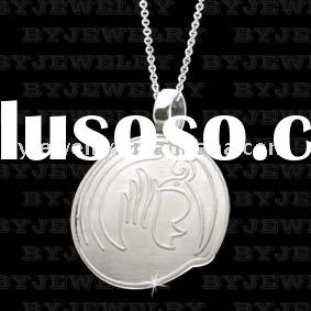 Personalized stainless steel pendant with engraved pattens