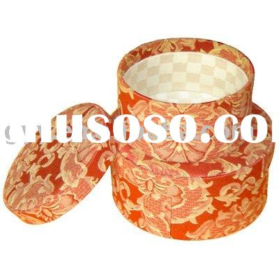 Round paper gift box with flower pattern