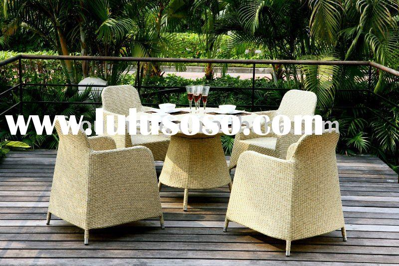 Peral White Rattan Round Metal Dining Table