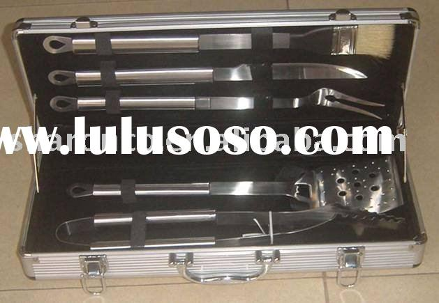Stainless steel bbq tools set in an aluminum case packing at cheap price.