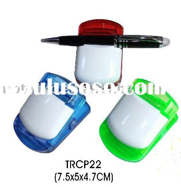 Plastic magnetic clip with pen holder