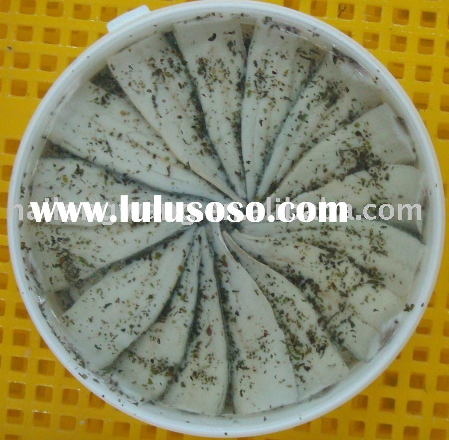 canned fish-Marinated sardines in oil with basil