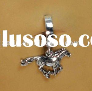 TUMMYBOYS SILVER GANGLE HORSE CHARM BELLY BUTTON RING