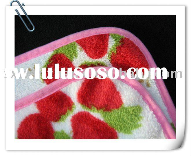 Coral fleece baby strawberry pattern square blanket