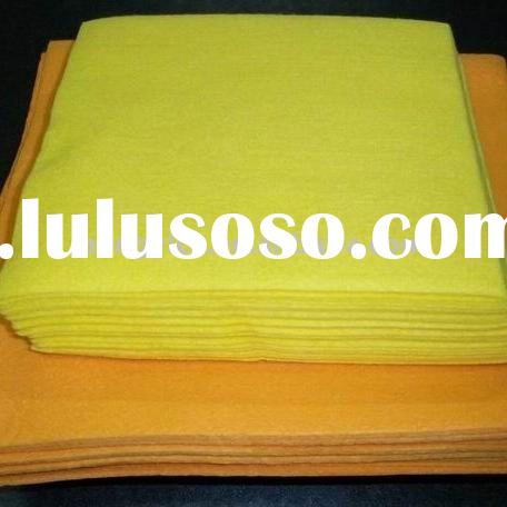 Household cleaning wipe (viscose/polyester)