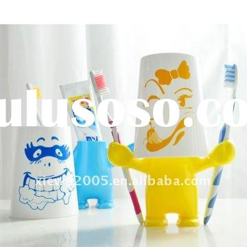 creative covered toothbrush holder set/plastic toothpaste cup