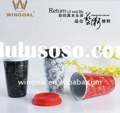 Double wall porcelain coffee mug with silicone lid