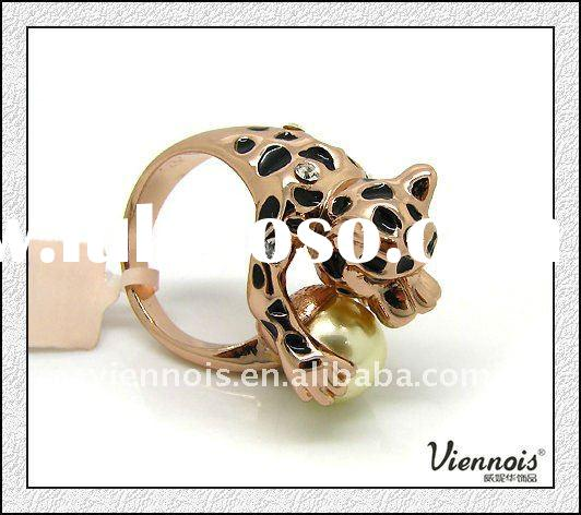 Classic Imitation Animal Ring with Pearl