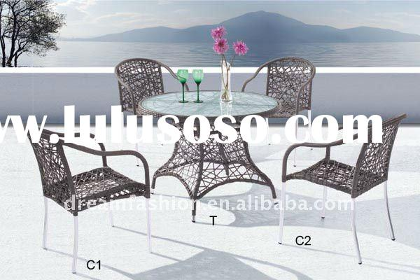2012 Istanbul Outdoor Cane Table and 4 Chairs