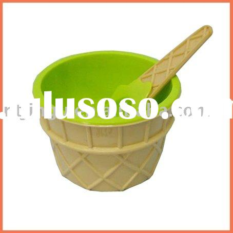 Double-wall plastic ice cream cup with spoon