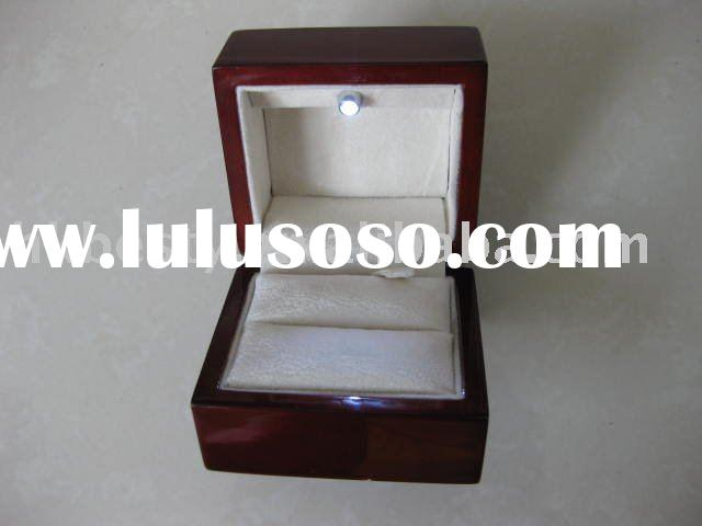 Top quality cherry wood LED ring box