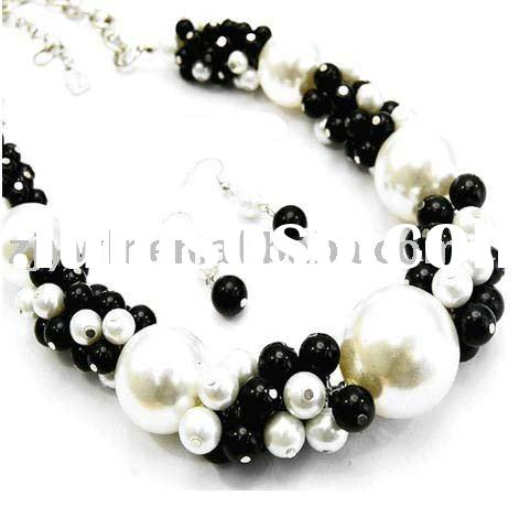 CHUNKY BLACK WHITE PEARL NECKLACE SET COSTUME JEWELRY