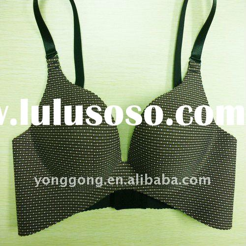 Front-close V Adjustable straps Full coverage padded seamless bra