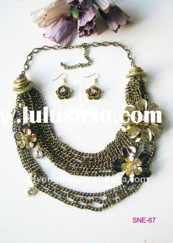 2012 newest design costume jewelry gold plated alloy flower jewelry set with colorful diamond