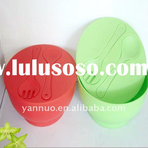 Colorful plastic salad bowl set