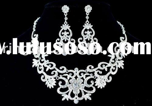 Vintage Style Queen Crystal Necklace Earrings Set