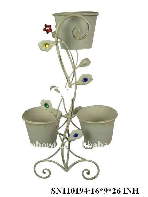 Metal flower pot holder for garden decoration