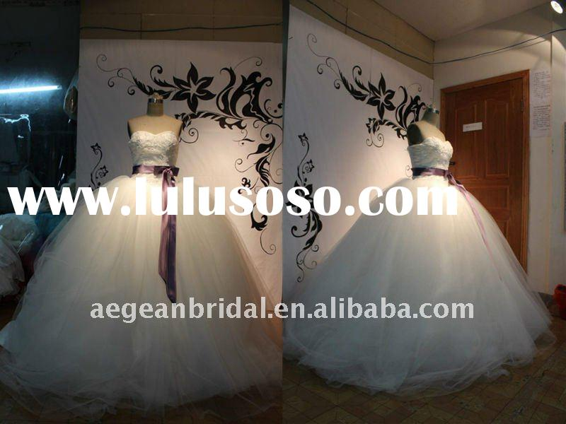 Style R101401 sweetheart appliqued bodice satin ribbon ball gown wedding gown