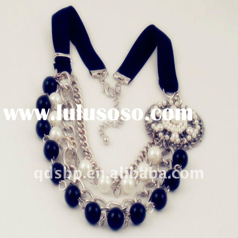Beads imitation pearl and plastic necklace
