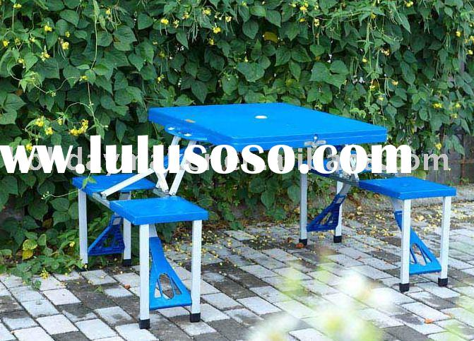 Plastic folding picnic table