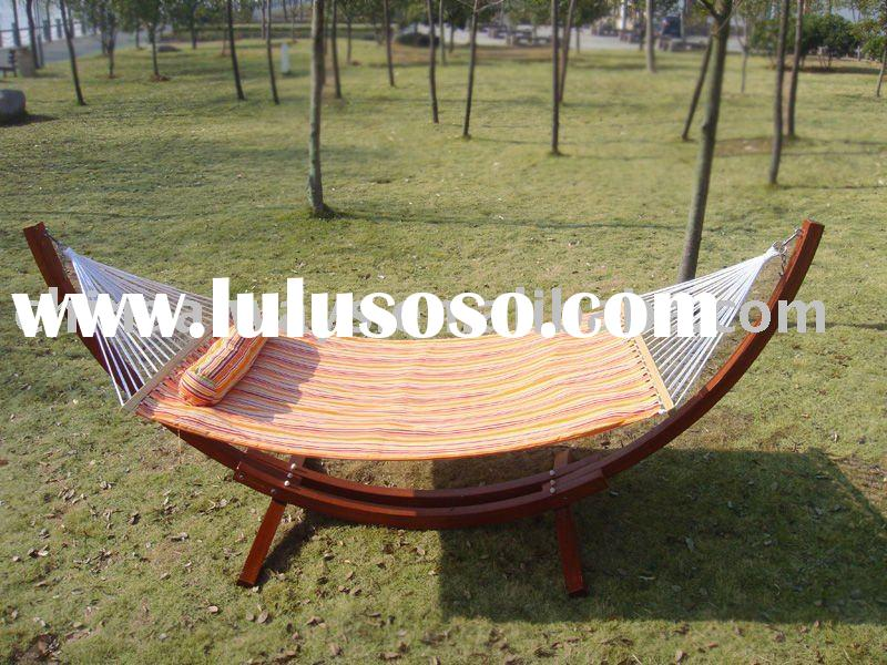 Double-deck quilted free standing hammock with wood