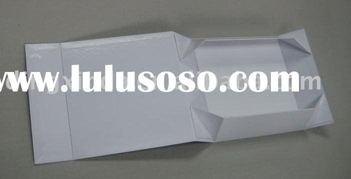 Folding paper gift packaging box