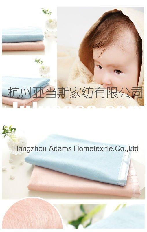 Baby's polar fleece blanket with satin binding