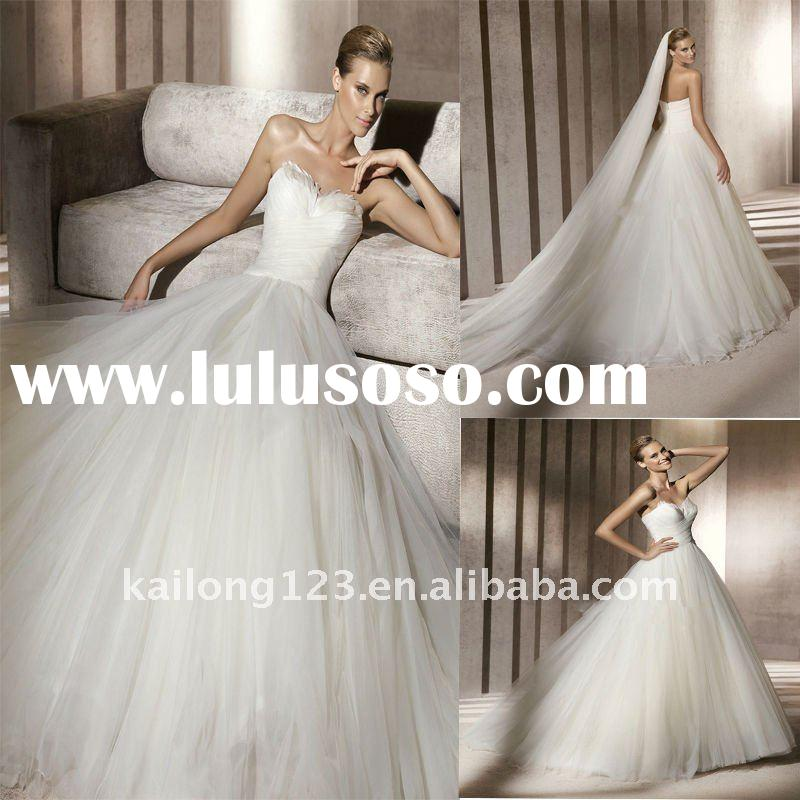 Exquisite Sweetheart Ball Gown Fethered Wedding Dress