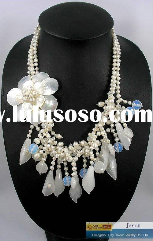 wonderful Exquisite flower shell pearls necklace. wedding necklace