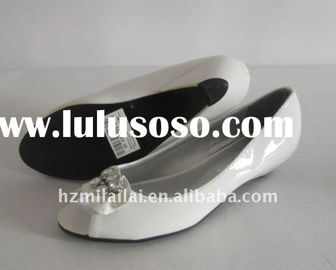 Factory price US$2.00/pair with enough stock 10000pairs flat pump shoes with beads decoration