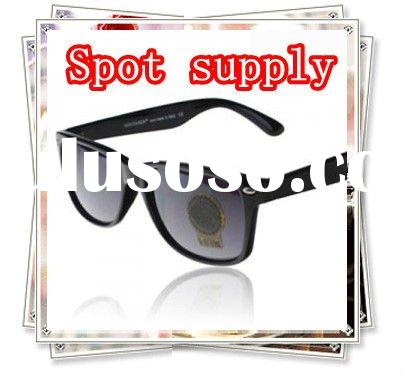 Hot Selling Fashion Designer Brand Sunglasses in Stock