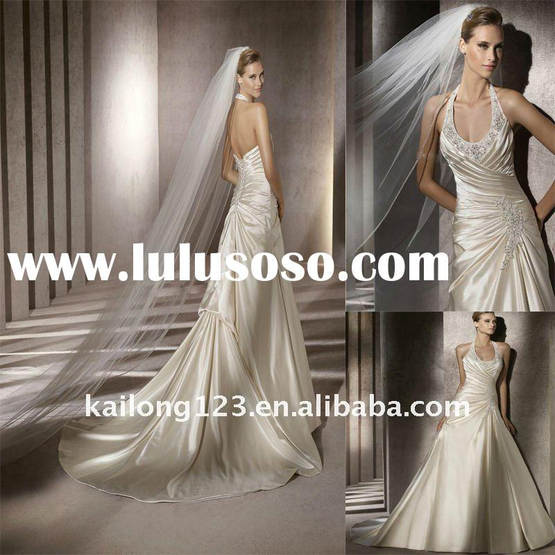 Charming A-line Halter Scoop Beaded Appliqued Wedding Dress