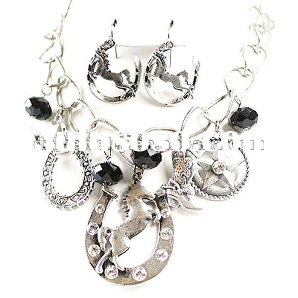 O & D Western Horse Fashion Necklace Set with Saddle