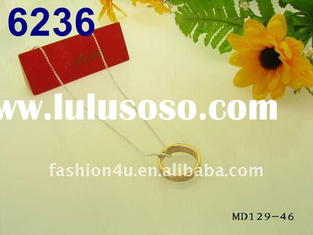 Gold fingering pendant silver necklace chain