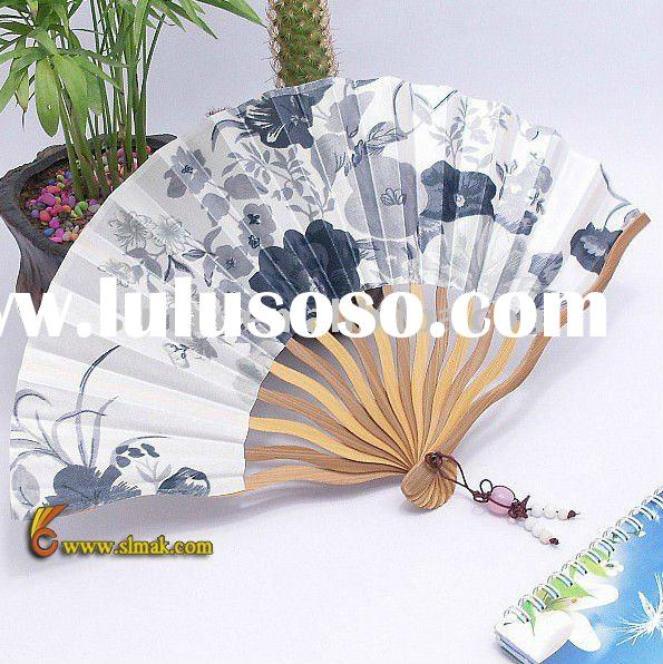 customized paper fans How to make paper fans folded paper fans are one of the simplest origami creations, yet their charm and elegance make them perfect party favors, place.