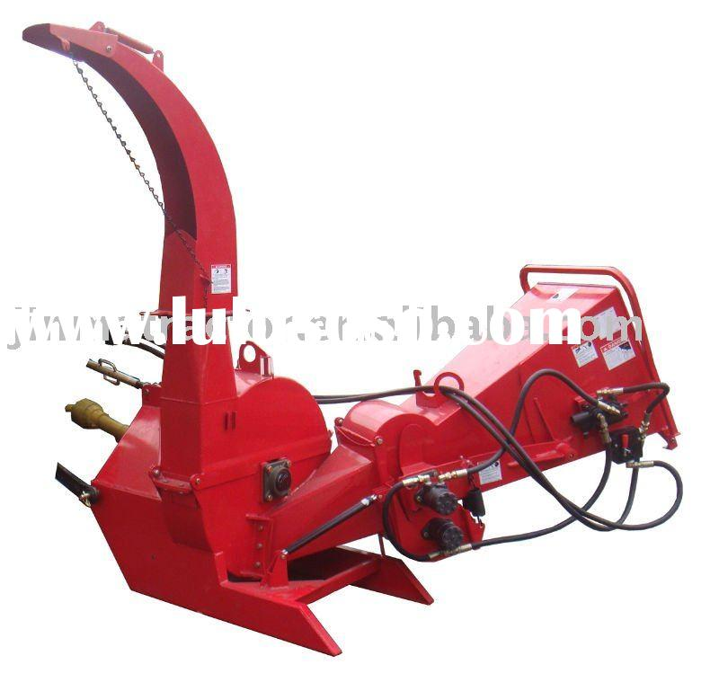 CE wood chipper with hydraulic feeding system
