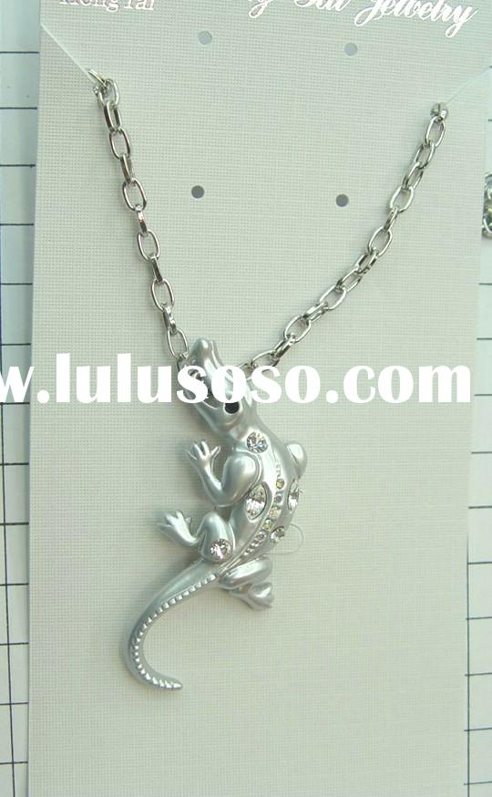 metal animal pendant
