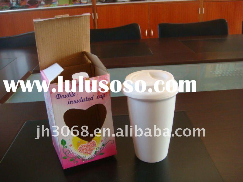 white ceramic coffee cup with lid